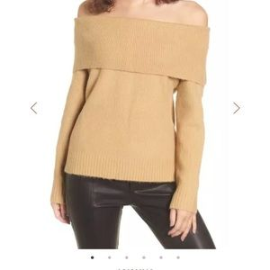 4SI3NNA camel off the shoulder sweater size small